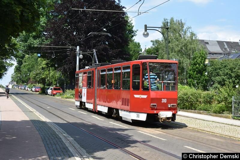 TW 310 auf den Weg zur Haltestelle Bahnhofstraße.