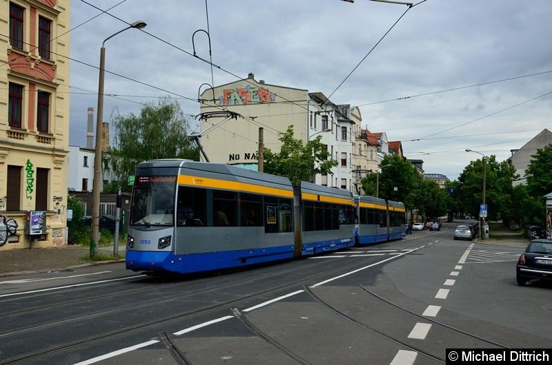 1350 + 1323 als Linie 11 kurz vor dem Connewitzer Kreuz.
